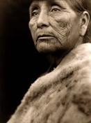 Hupa-Indianerin