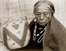 Indianer-Korbflechterin
