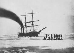 Schiff im Polareis